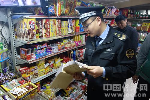 """北京东城食药局开展""""护蕾行动"""" 整治辖区中小学周边食品安全"""