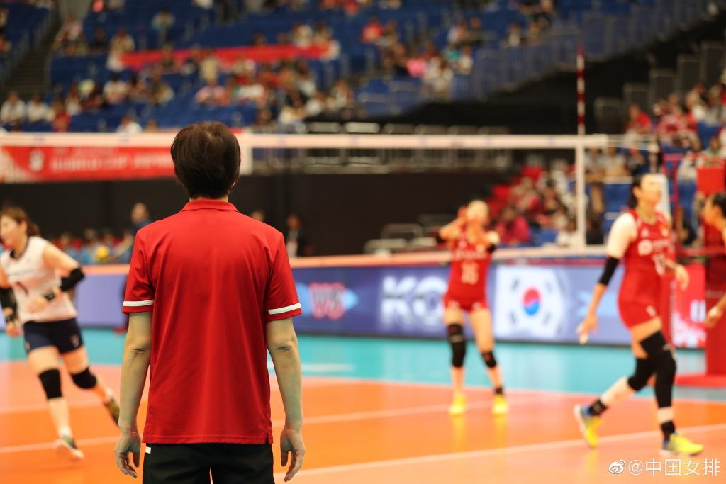 2019女排世界杯中国队完胜韩国,金锣为女排送祝福