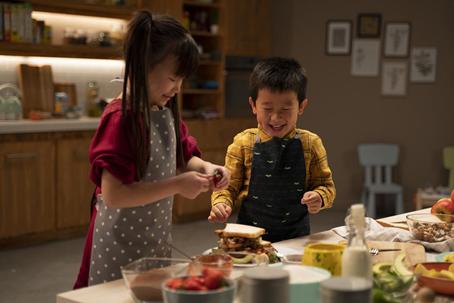 """雀巢健康儿童""""一起做饭吧""""视频 用营养激发紧"""